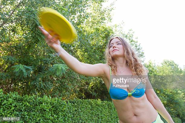young woman playing frisbee - pjphoto69 stock pictures, royalty-free photos & images