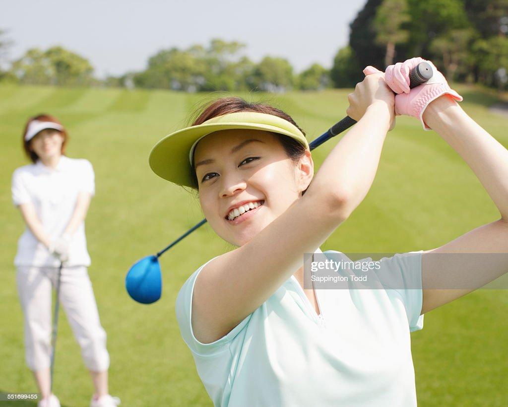 社会人ゴルフ女子が急増中!ゴルフにハマる女子のきっかけは?