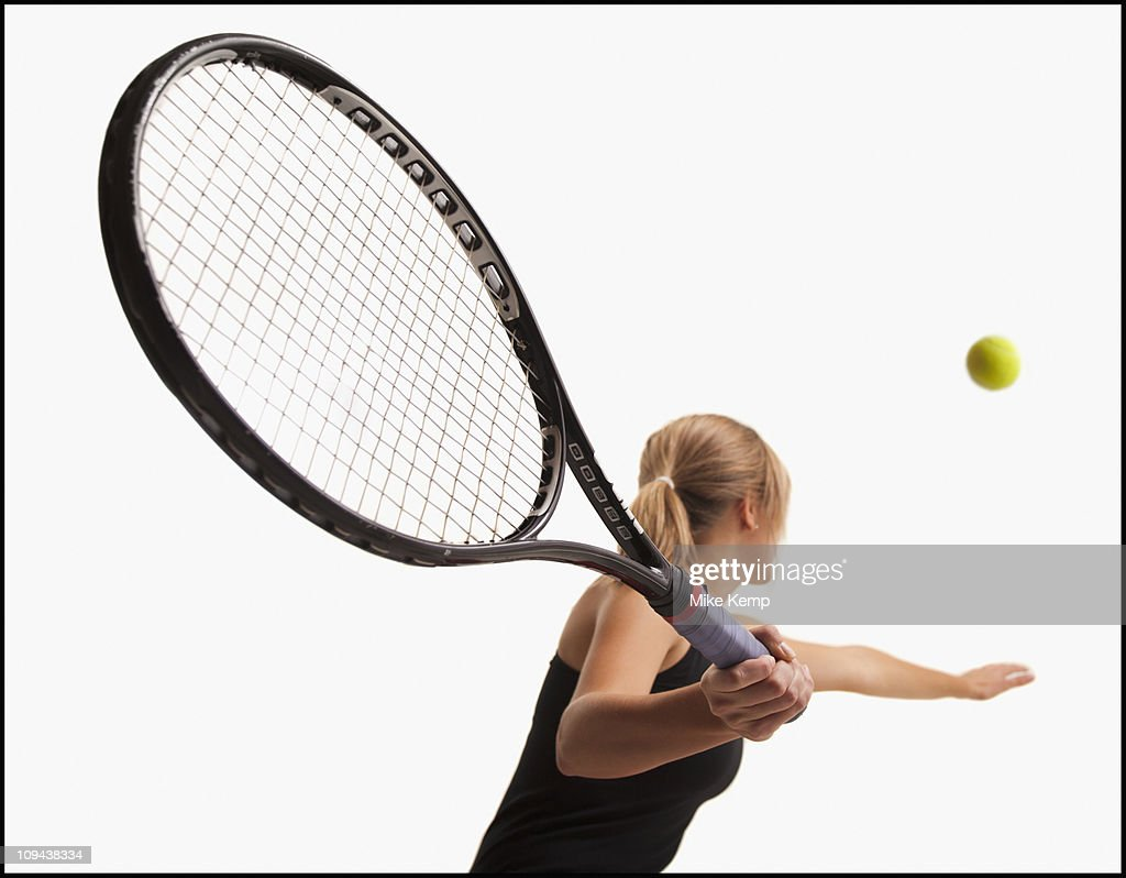 Young woman playing tennis : ストックフォト