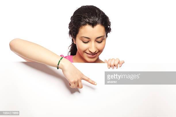jeune femme pointant à vide feuille - regarder vers le bas photos et images de collection