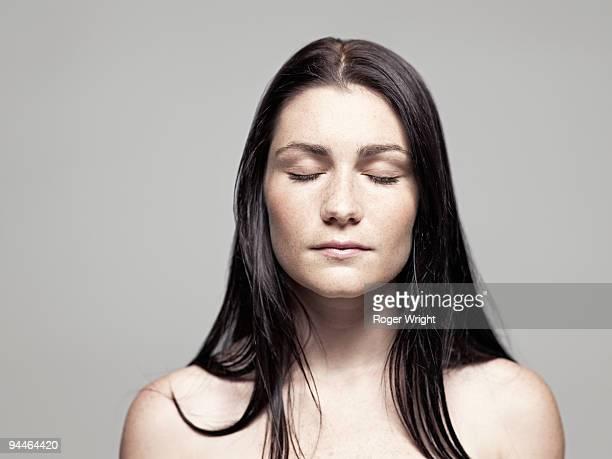 young woman portrait with eyes closed - oben ohne frau stock-fotos und bilder
