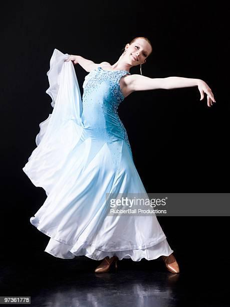 Young woman posing as professional dancer, studio shot