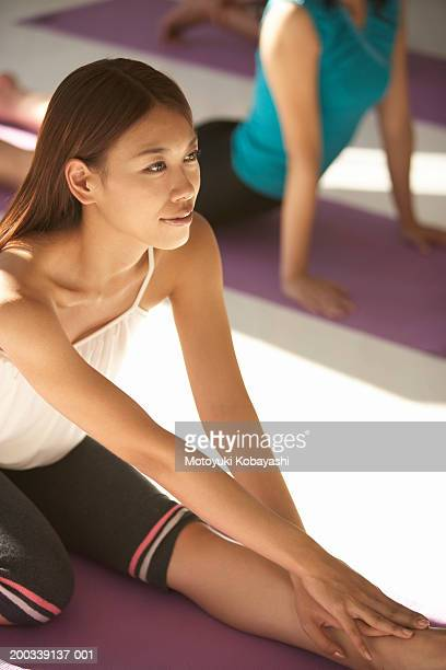 young woman practicing oblique face one leg pose, elevated view - oblique face one leg stock pictures, royalty-free photos & images