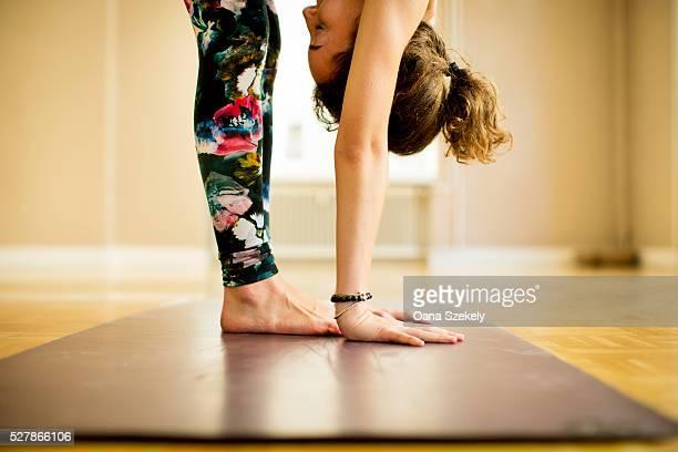 young woman practicing vinyasa yoga - yoga stock-fotos und bilder