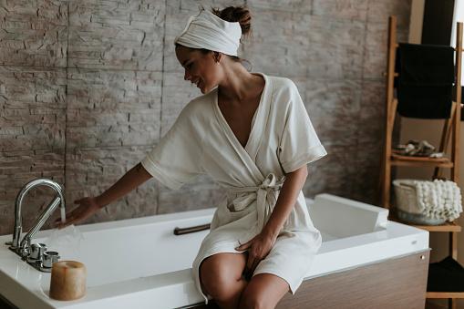 Young woman preparing a bath in a spa - gettyimageskorea