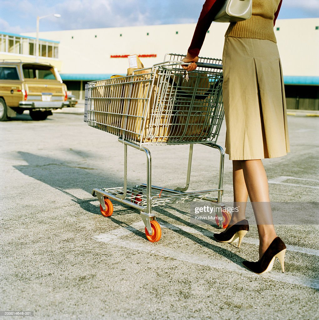 Full Woman Young Of Car Pushing Park Low Trolley Groceries In SMVqUpz