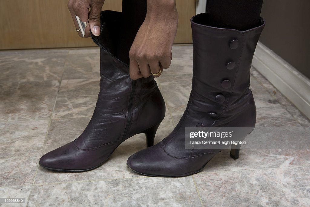 Young woman putting on shoes : Stock Photo
