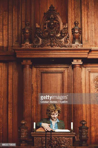 young woman reading bible on church - bortes stockfoto's en -beelden