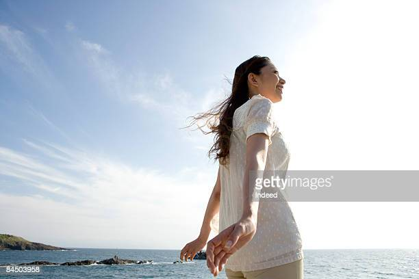 young woman relaxing by the sea - 息抜き ストックフォトと画像