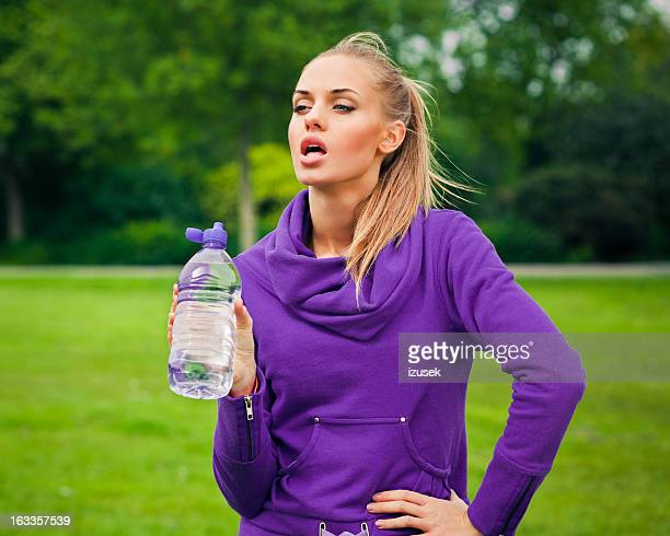 Junge Frau ruhen nach dem jogging
