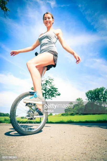 Jeune femme prendre son Monocycle