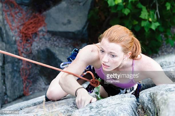 jovem mulher escalada - ogphoto - fotografias e filmes do acervo
