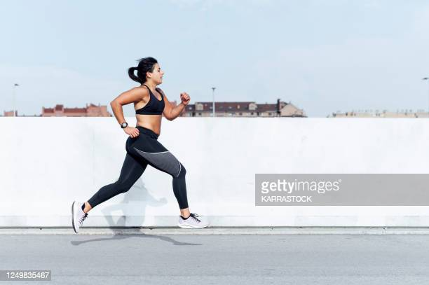 young woman running training in the city - sport photos et images de collection