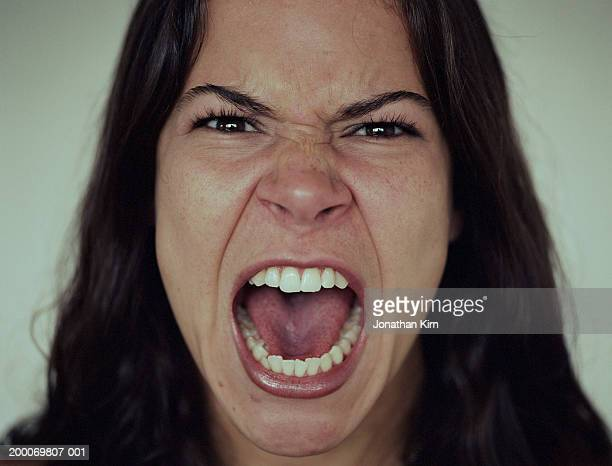 young woman screaming, close-up - woede stockfoto's en -beelden