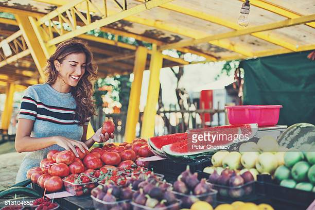 Young woman shopping on the farmer's market