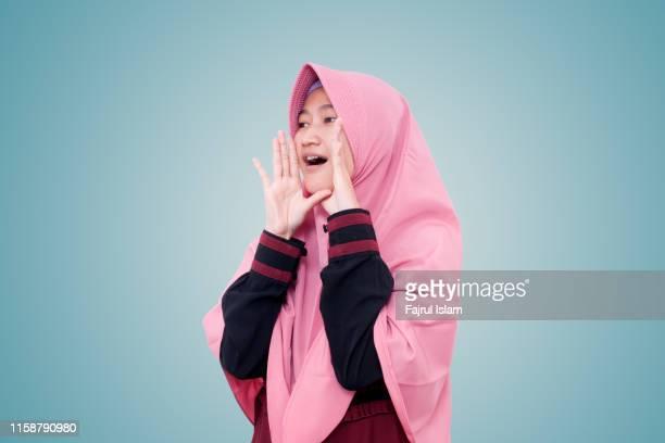 young woman shout - alleen tieners stockfoto's en -beelden