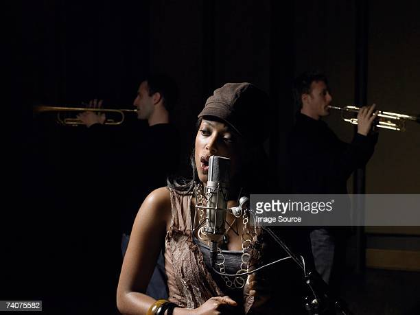 young woman singing - entertainment occupation stock pictures, royalty-free photos & images