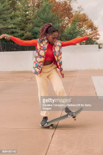 young woman skateboarding - noapologiescollection stock pictures, royalty-free photos & images
