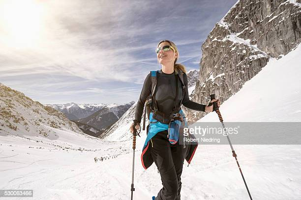 young woman skiing, bavaria, germany - sport d'hiver photos et images de collection