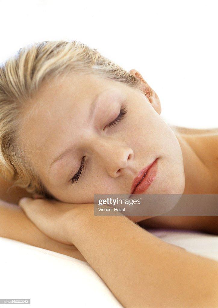 Young woman sleeping : Stockfoto