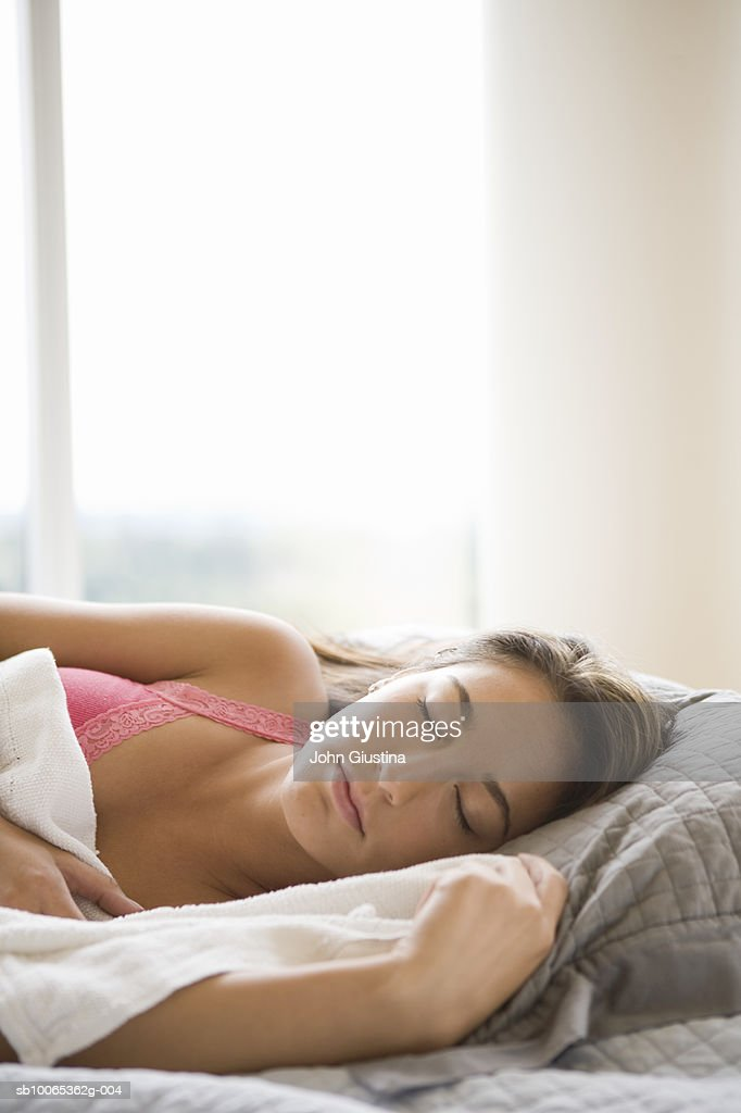 Young woman sleeping : Foto stock
