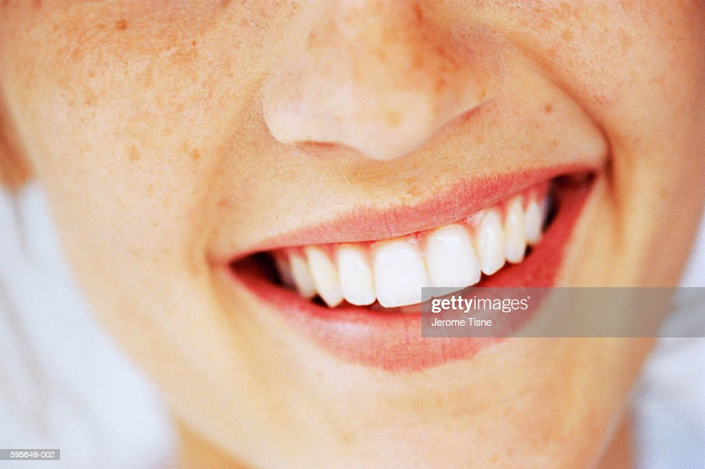 Young woman smiling, close-up : Stock Photo