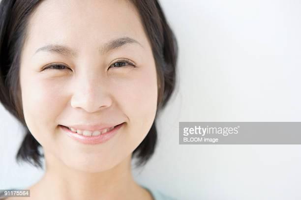 young woman smiling, close-up - nur japaner stock-fotos und bilder
