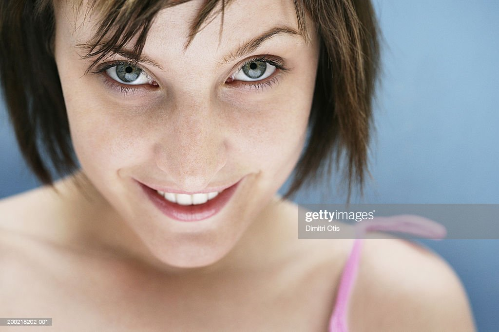 Young woman smiling, close-up, portrait : Foto de stock