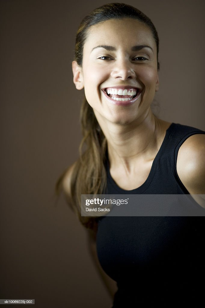 Young woman smiling, close-up, portrait : Stockfoto