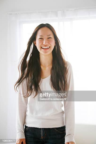 young woman smiling - 若い女性一人 ストックフォトと画像