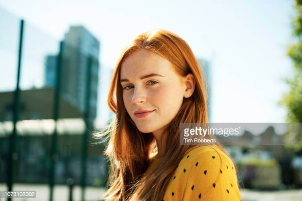 young woman smiling - 20 29 years stock pictures, royalty-free photos & images