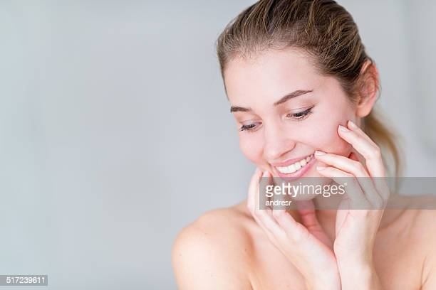 Mulher jovem sorridente