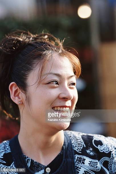 young woman smiling, portrait - kazuko kimizuka stock-fotos und bilder