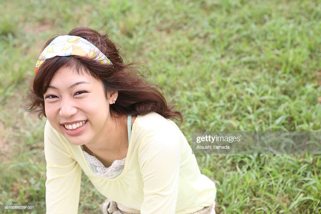 Young woman smiling, portrait : Stockfoto