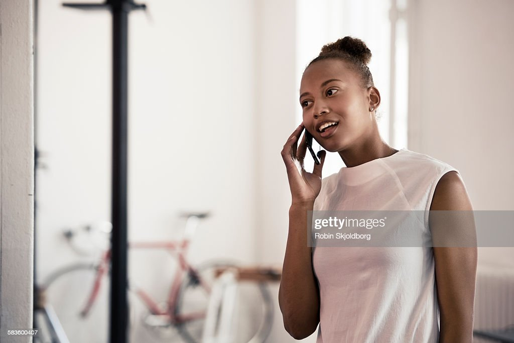 Young Woman speaking on mobile phone : Stock Photo