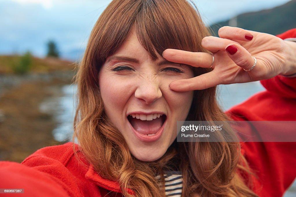 Young woman taking selfie : Stock-Foto