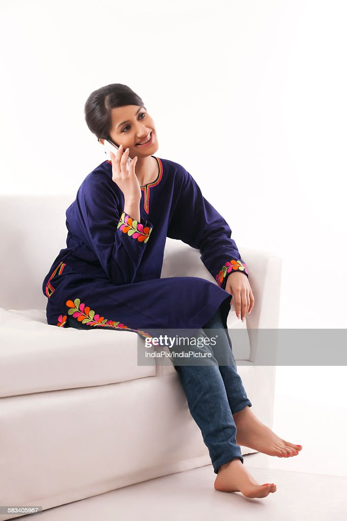 Young woman talking on her cell phone : Stock Photo