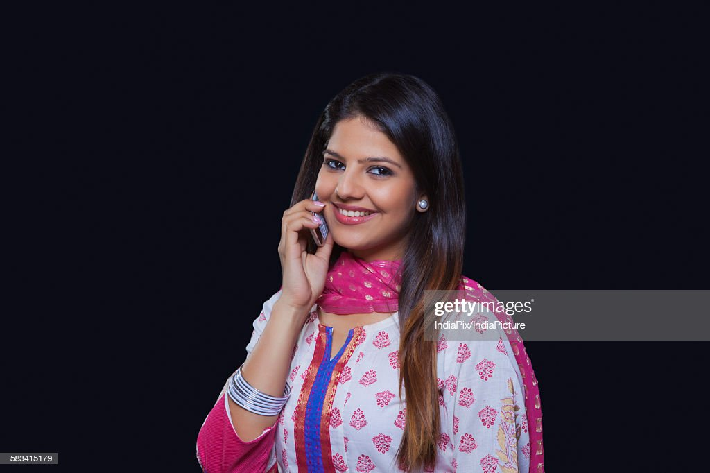 Young woman talking on her mobile phone : Stock Photo