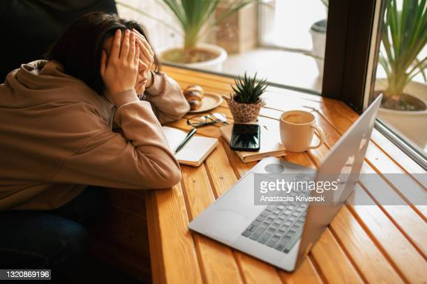 young woman tiered and using lap top in cafe. - bad student stock pictures, royalty-free photos & images