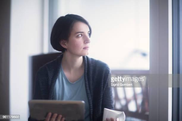 young woman using digital tablet - sigrid gombert fotografías e imágenes de stock
