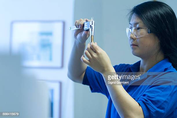 young woman using specialist measuring device - sigrid gombert 個照片及圖片檔