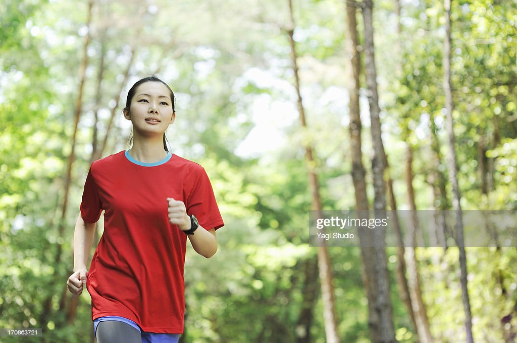 Young woman walking exercise in nature : ストックフォト