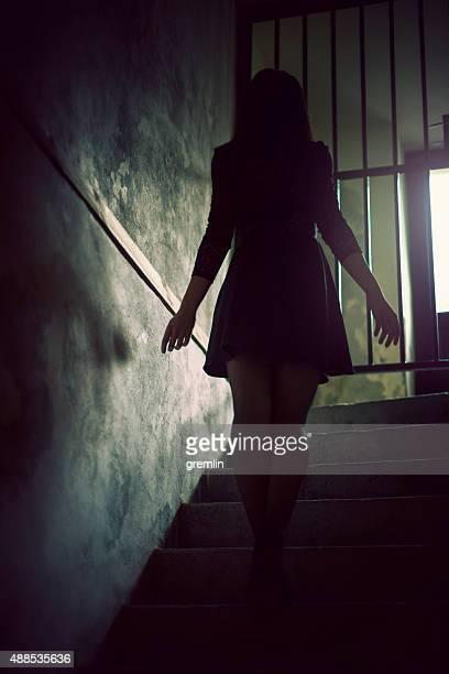 Junge Frau walking-out