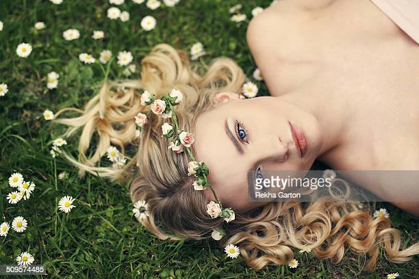 young woman wearing a flower crown in a flowers - rekha garton stock pictures, royalty-free photos & images