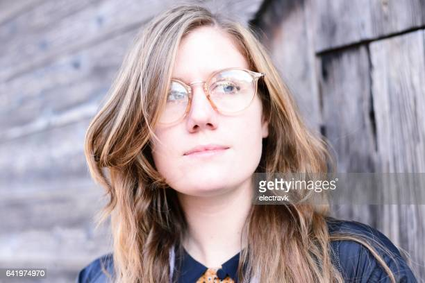 young woman wearing glasses - thick rimmed spectacles - fotografias e filmes do acervo