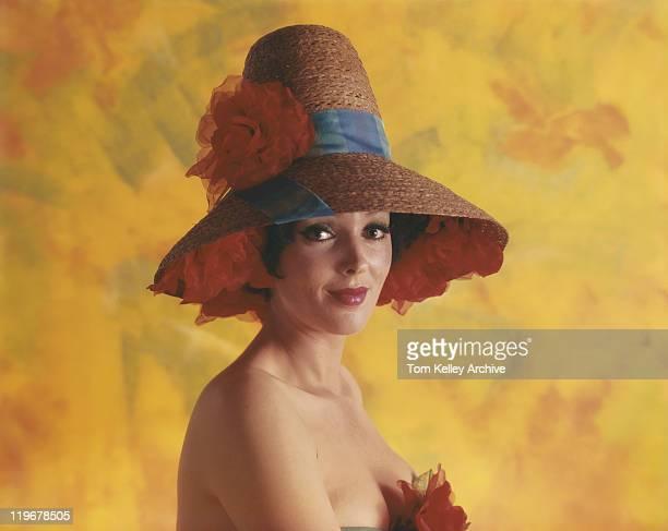 若い女性が着ている帽子、笑顔、ポートレート(クローズアップ)