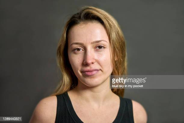a young woman wearing no make-up - 素顔 ストックフォトと画像