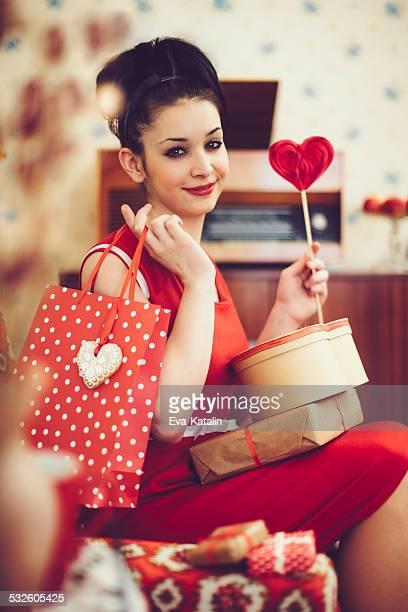 若い女性、バレンタインデーのご提示が必要です。