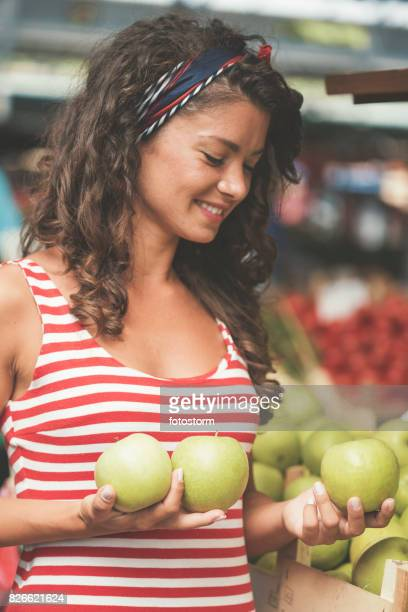 young woman with apples on farmer's market - headband stock pictures, royalty-free photos & images