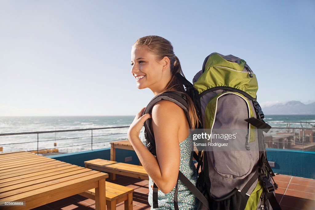 Young woman with backpack : Stockfoto
